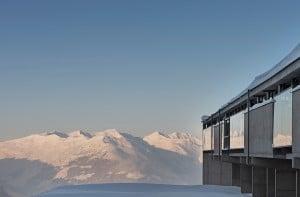 Blick auf die Bergwelt der Zillertaler Alpen vom Café Freiraum