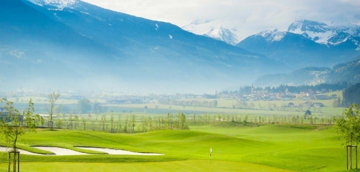 """Im April 2014 eröffnet """"der neueste Abschlag Tirols"""" und die ersten neun Bahnen des 18-Loch-Courses des Golfclubs Zillertal Uderns."""